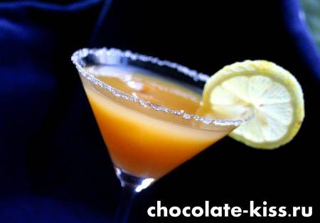 Коктейль с мартини и соком