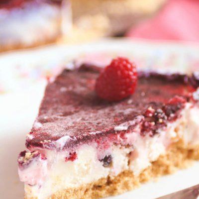 Торт — мороженое с ягодами