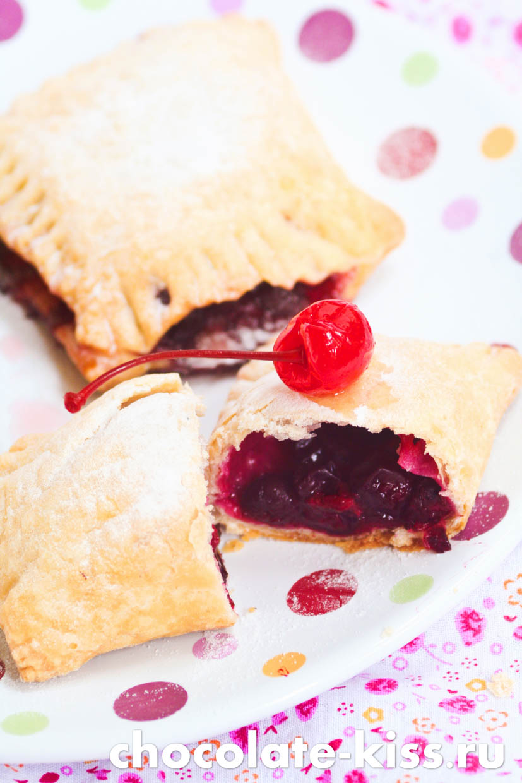 Слоеные пирожки с ягодами