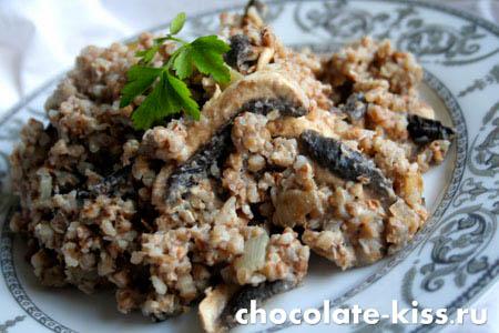 Гречневая каша с грибами и луком