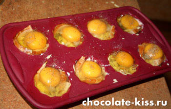 Яйца с грибами в духовке