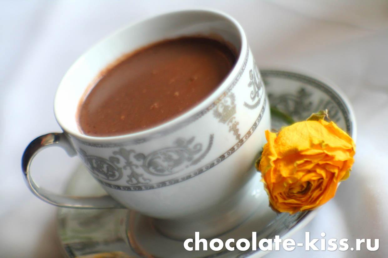 Горячий шоколад с корицей