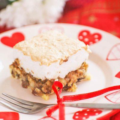 Пирог с изюмом и грецкими орехами