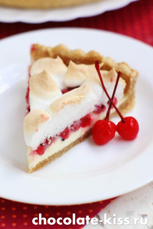 Пирог с ягодами и безе