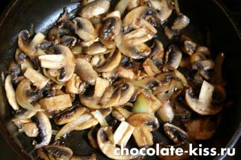 Салат с курицей грибами и помидорами