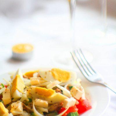 Салат с консервированным тунцом и сыром