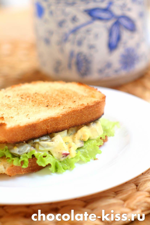 Бутерброды с яйцами и огурцом