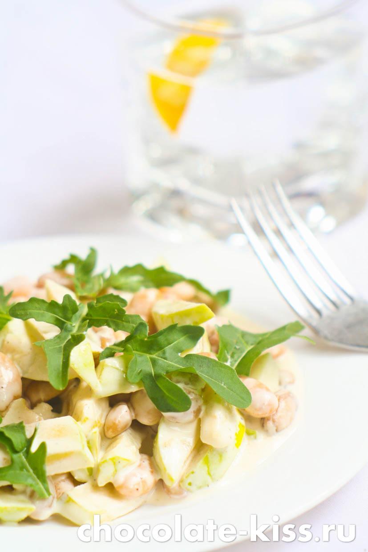 Салат с рукколой и яблоками