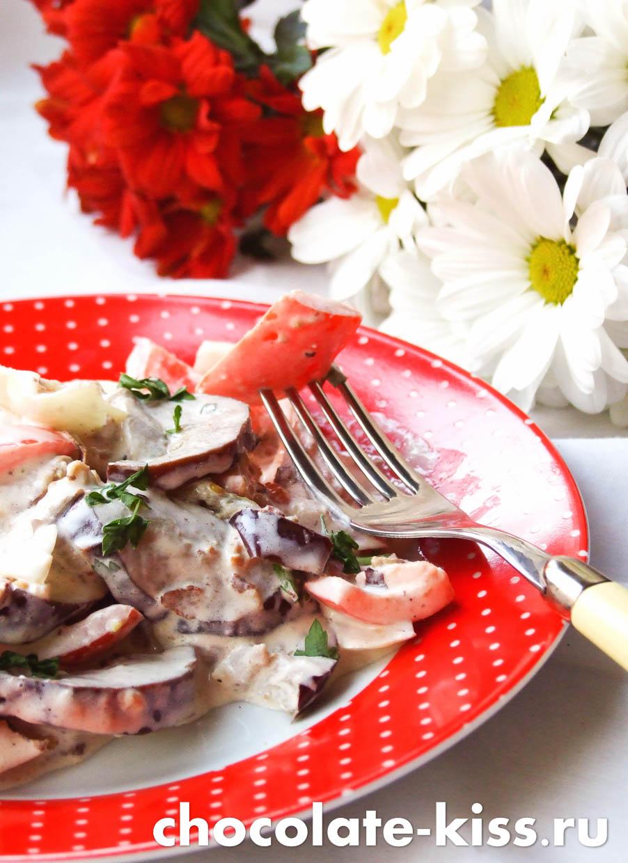 Салат из баклажанов с помидорами и луком