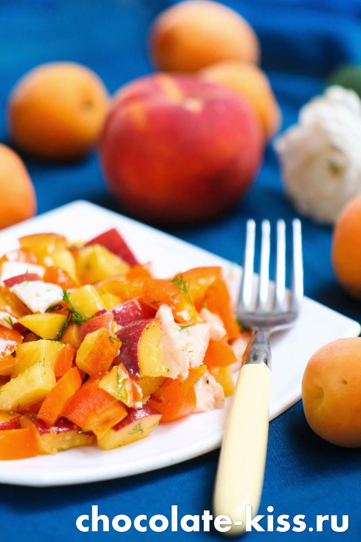 Салат с персиками