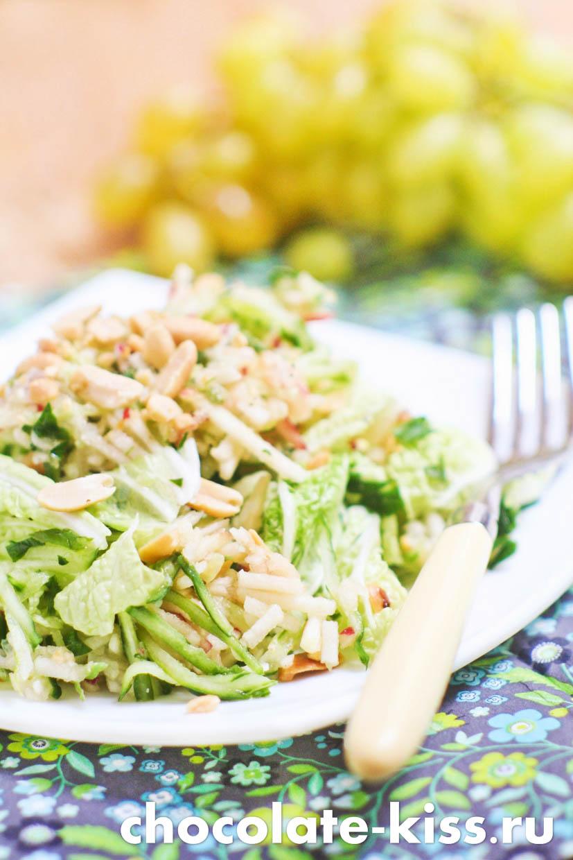 Салат с яблоком и свежим огурцом