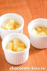 Запеченные ананасы с сыром в духовке