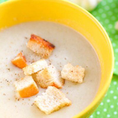 Суп пюре из картофеля с гренками