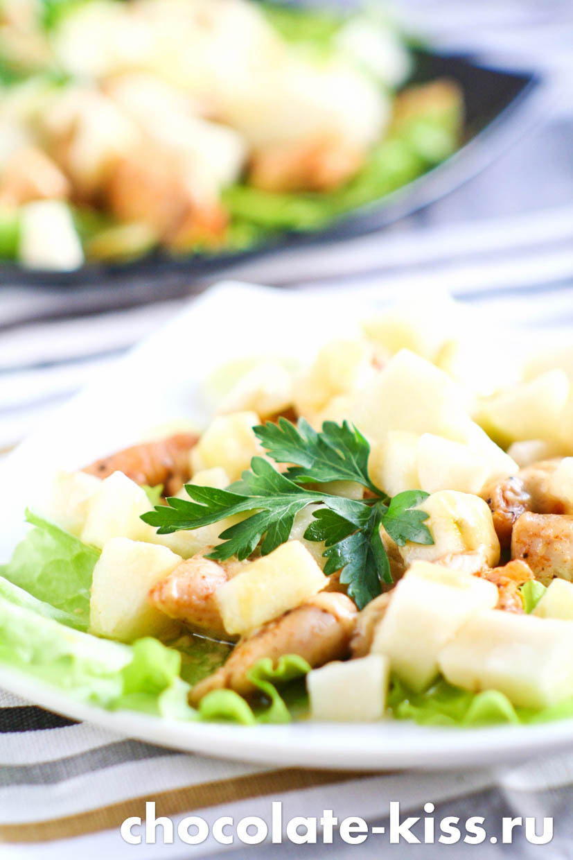 Салат с курицей и грушей