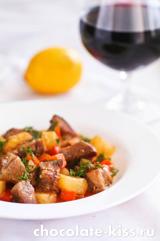 Свинина с овощами в кисло — сладком соусе