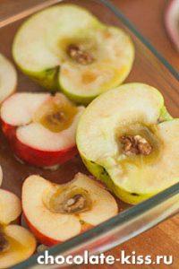 Печеные яблоки с медом в духовке