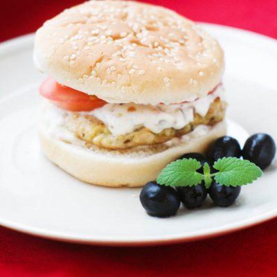 Домашний гамбургер с соусом