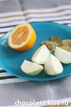 Курица с овощами в духовке (целиком)