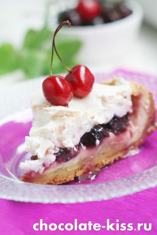 Пирог с заварным кремом и вишней