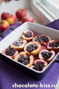 Яблоки, запеченные с ягодами
