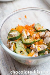 Салат с курицей и арахисом