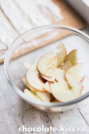 Рецепт слоеных «розочек» с яблоками
