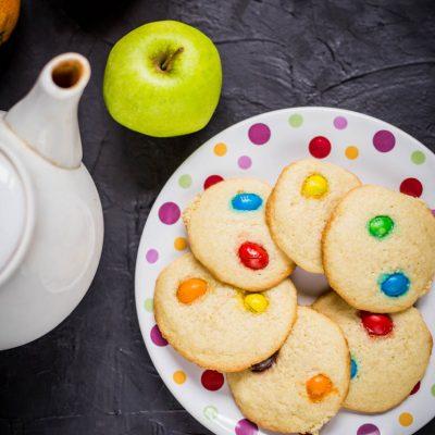 Печенье с эмэмдэмсом