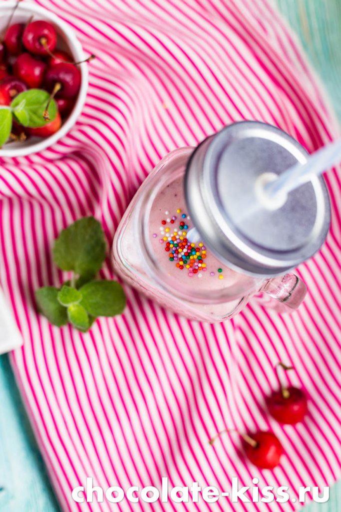 Смузи с ягодами в блендере